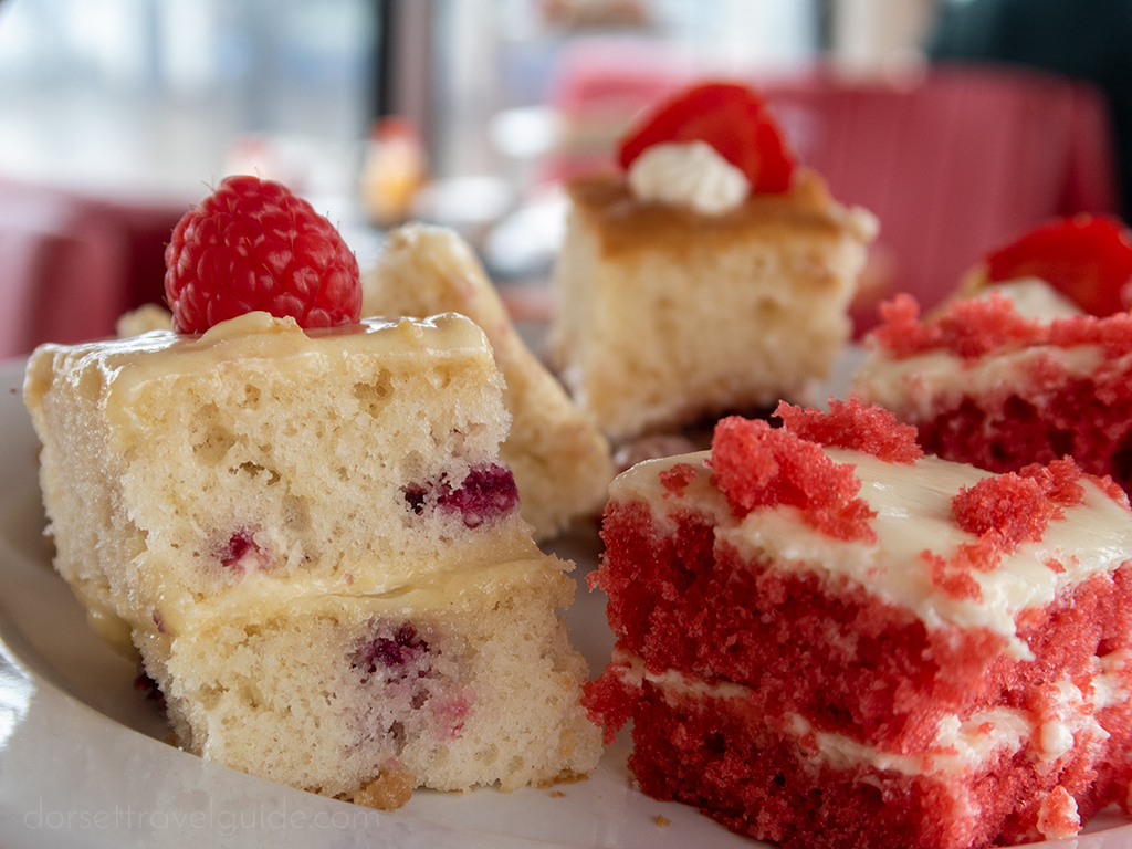 Pink and white cakes
